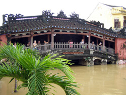 vietnam hoi an japanese bridge